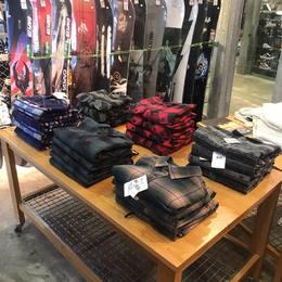 ❄️🌲 L'indispensable pour ta garde robe 🏔  Disponible dans ton shop @superwhitestore   #chemise #billabong #elementskateboards #superwhitestore #les2alpes3600 #les2alpes