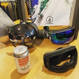 Fresh news ❄️ Les masques Volcom sont arrivés au shop !  . . . #goggles #volcom #volcomstoreles2alpes #winter #les2alpes #newfall #outerwear